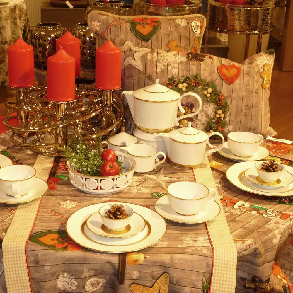Weihnachtlicher Tisch im Manufaktur Werksverkauf
