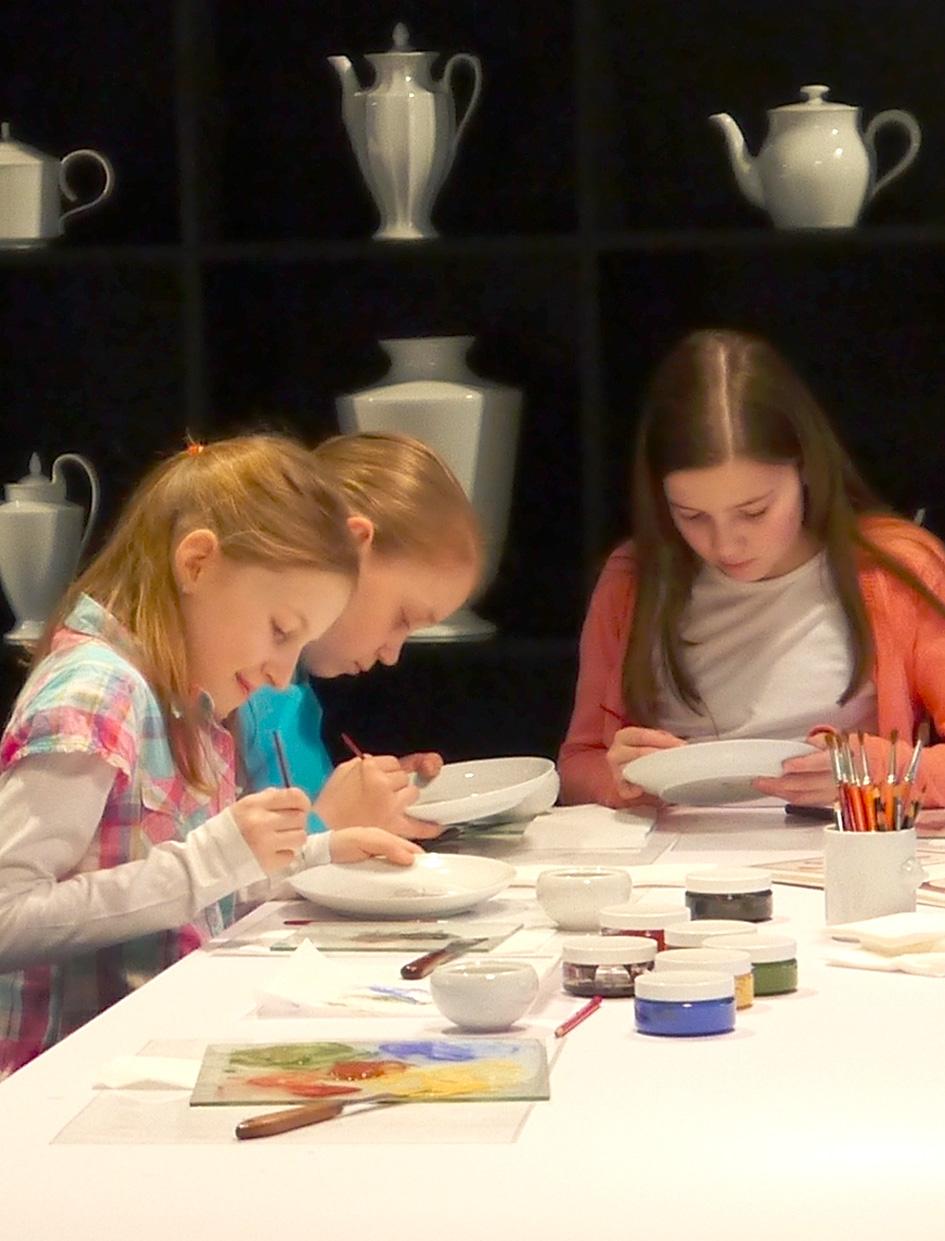 Kindergeburtstag im Museum_Besucherwerkstatt_Porzellanmalen