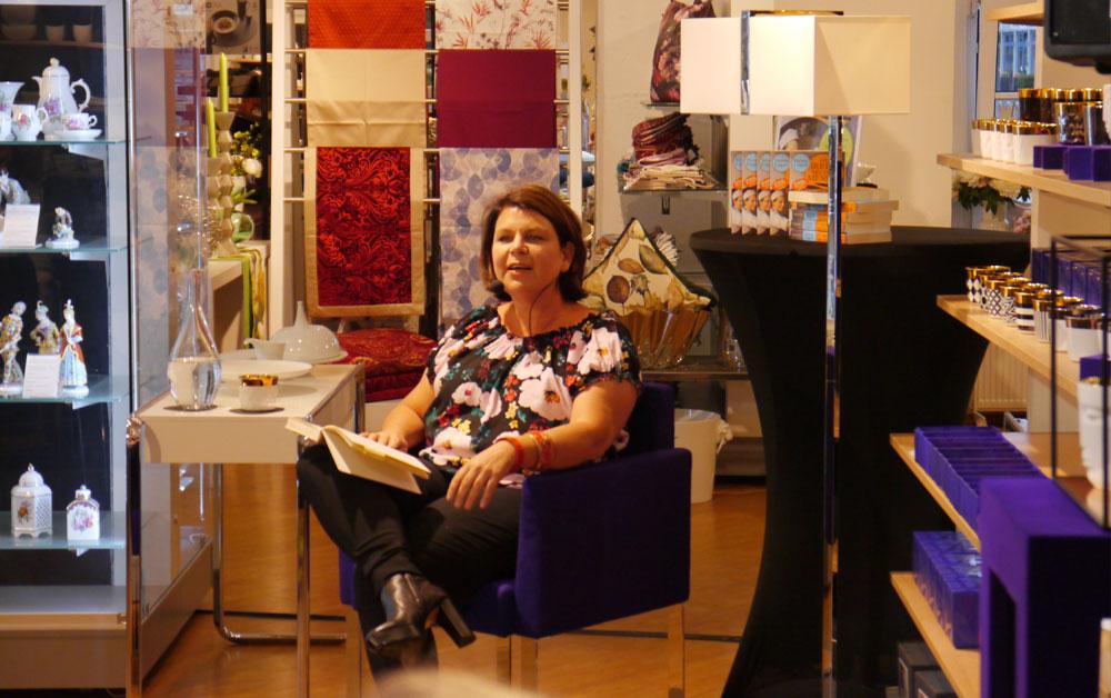 Lesugn Verena Lugert im Manufaktur Werksverkauf